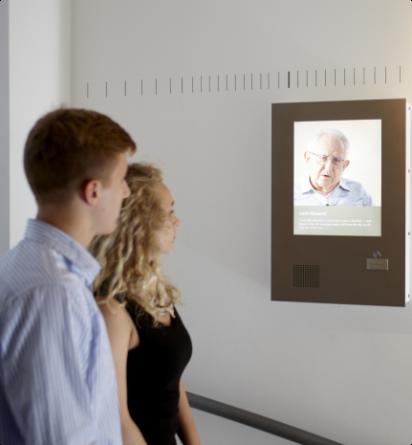 Besucher in Ausstellung_Junge Erwachsene (4)