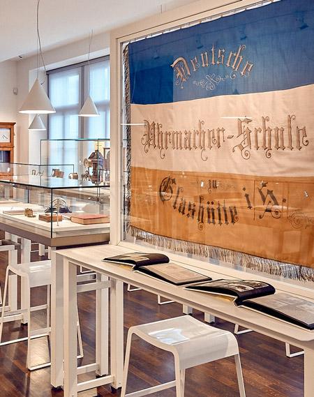 Raum Uhrmacherschule mit Blick zum Raum Verlagswesen