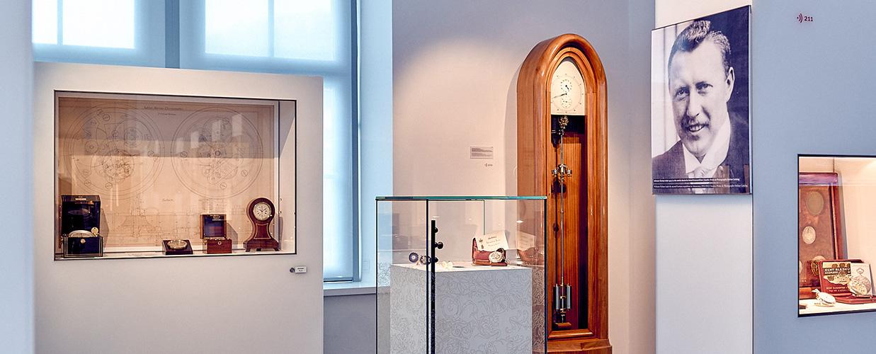 """Dauerausstellung Raum """"Jahre der Blüte"""" Vielfalt der Glashütter Uhren"""